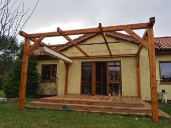 nowoczesne zadaszenie tarasu z drewna